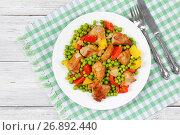 Купить «fried meat chunks with green peas», фото № 26892440, снято 16 июня 2017 г. (c) Oksana Zh / Фотобанк Лори