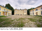 Купить «Калужский областной краеведческий музей, вид со двора», эксклюзивное фото № 26894208, снято 11 августа 2017 г. (c) Dmitry29 / Фотобанк Лори