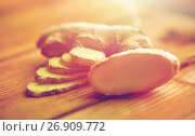Купить «close up of ginger root on wooden table», фото № 26909772, снято 13 октября 2016 г. (c) Syda Productions / Фотобанк Лори