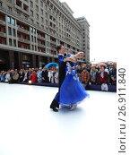 Купить «Москва отмечает 870-й день рождения. Показательные выступления по спортивным бальным танцам. Улица Охотный Ряд», эксклюзивное фото № 26911840, снято 9 сентября 2017 г. (c) lana1501 / Фотобанк Лори