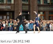 Купить «Москва отмечает 870-й день рождения. Показательные выступления по спортивным бальным танцам. Улица Охотный Ряд», эксклюзивное фото № 26912140, снято 9 сентября 2017 г. (c) lana1501 / Фотобанк Лори