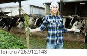 Купить «Female farmer collecting grass with pitchfork», фото № 26912148, снято 18 января 2019 г. (c) Яков Филимонов / Фотобанк Лори