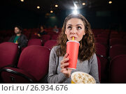 Woman watching movie in theatre. Стоковое фото, агентство Wavebreak Media / Фотобанк Лори
