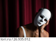 Купить «Artist wearing white mask on his face», фото № 26935012, снято 20 апреля 2017 г. (c) Wavebreak Media / Фотобанк Лори