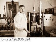 Купить «Professional conveyor worker in winery checking quality», фото № 26936324, снято 22 сентября 2016 г. (c) Яков Филимонов / Фотобанк Лори