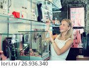 Купить «Young smiling female customer shopping accessorizes», фото № 26936340, снято 16 июля 2019 г. (c) Яков Филимонов / Фотобанк Лори