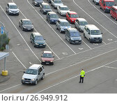 Купить «Автомобили стоят в очереди на погрузку на круизный паром Viking Line. Турку, Финляндия», фото № 26949912, снято 2 сентября 2017 г. (c) Валерия Попова / Фотобанк Лори