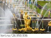 Купить «Peterhof, Russia - June 03. 2017. View of Samsons statue in large cascade fountain», фото № 26950936, снято 3 июня 2017 г. (c) Володина Ольга / Фотобанк Лори