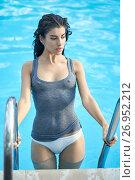 Model in swimming pool outdoors. Стоковое фото, фотограф Andriy Bezuglov / Фотобанк Лори