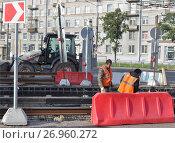 Купить «Ремонт (замена) трамвайных путей», фото № 26960272, снято 1 сентября 2012 г. (c) Татьяна Чепикова / Фотобанк Лори