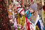 Girl with mom buying decorations, фото № 26969408, снято 21 сентября 2017 г. (c) Яков Филимонов / Фотобанк Лори