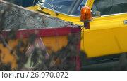 Купить «Body lorry with gravel and flashing lights», видеоролик № 26970072, снято 11 сентября 2017 г. (c) BestPhotoStudio / Фотобанк Лори