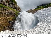 Купить «Водопад в горном массиве Вачкажец на Камчатке», фото № 26970408, снято 27 июля 2017 г. (c) А. А. Пирагис / Фотобанк Лори
