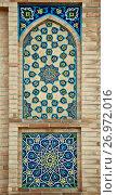Купить «Old Eastern mosaic on the wall, Uzbekistan», фото № 26972016, снято 5 мая 2014 г. (c) Надежда Болотина / Фотобанк Лори
