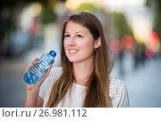 Купить «Woman drinking water from bottle», фото № 26981112, снято 15 августа 2017 г. (c) Яков Филимонов / Фотобанк Лори