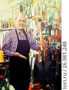 Купить «Salesman with garden tools in store», фото № 26981248, снято 19 ноября 2018 г. (c) Яков Филимонов / Фотобанк Лори