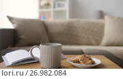 Купить «chocolate oatmeal cookies and mug with hot drink», видеоролик № 26982084, снято 20 сентября 2017 г. (c) Syda Productions / Фотобанк Лори