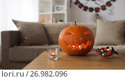 Купить «jack-o-lantern and halloween decorations at home», видеоролик № 26982096, снято 20 сентября 2017 г. (c) Syda Productions / Фотобанк Лори