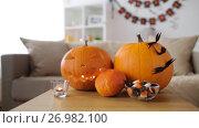 Купить «jack-o-lantern and halloween decorations at home», видеоролик № 26982100, снято 20 сентября 2017 г. (c) Syda Productions / Фотобанк Лори