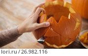 Купить «close up of woman carving halloween pumpkin», видеоролик № 26982116, снято 20 сентября 2017 г. (c) Syda Productions / Фотобанк Лори