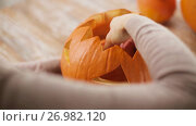 Купить «close up of woman with halloween pumpkin at home», видеоролик № 26982120, снято 20 сентября 2017 г. (c) Syda Productions / Фотобанк Лори