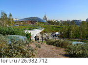 Купить «Moscow, Russia - September 23. 2017. Zaryadye - new landscape and architectural park.», фото № 26982712, снято 23 сентября 2017 г. (c) Володина Ольга / Фотобанк Лори
