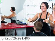Купить «Female professional hairdresser cutting boy in beauty salon», фото № 26991400, снято 16 июля 2019 г. (c) Яков Филимонов / Фотобанк Лори