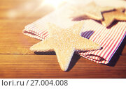 Купить «close up of gingerbread cookies and towel», фото № 27004008, снято 1 октября 2015 г. (c) Syda Productions / Фотобанк Лори