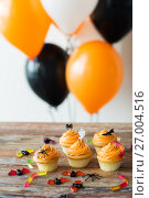 Купить «halloween party cupcakes and candies on table», фото № 27004516, снято 6 июля 2017 г. (c) Syda Productions / Фотобанк Лори