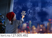 Купить «Little boy putting snowflake on the window», фото № 27005492, снято 29 января 2017 г. (c) Сергей Новиков / Фотобанк Лори