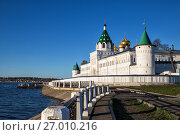 Купить «Golden Ring, Russia. View of the Ipatievsky Monastery from the embankment of the Kostroma River», фото № 27010216, снято 7 мая 2017 г. (c) Юлия Бабкина / Фотобанк Лори