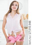 Купить «Girl in pink tight shorts at room», фото № 27010948, снято 24 июня 2017 г. (c) Яков Филимонов / Фотобанк Лори