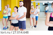 Купить «sporty girls and men learning salsa steps», фото № 27014648, снято 21 июня 2017 г. (c) Яков Филимонов / Фотобанк Лори