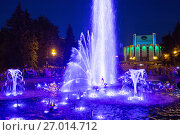Купить «Chelyabinsk, Russia - August 06, 2016: Color fountain in center of Chelyabinsk at night», фото № 27014712, снято 6 августа 2016 г. (c) Евгений Ткачёв / Фотобанк Лори