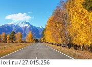 Купить «Красивый осенний пейзаж с дорогой в горный поселок Аршан», фото № 27015256, снято 27 сентября 2017 г. (c) Виктория Катьянова / Фотобанк Лори