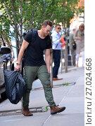 Купить «Joel Mchale entering his hotel in New York Featuring: Joel McHale Where: Manhattan, New York, United States When: 07 Jun 2016 Credit: TNYF/WENN.com», фото № 27024668, снято 7 июня 2016 г. (c) age Fotostock / Фотобанк Лори