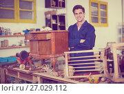 Купить «Restorer of furniture in workroom», фото № 27029112, снято 8 апреля 2017 г. (c) Яков Филимонов / Фотобанк Лори