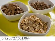 Wheat flakes and cereal bran sticks in bowl. Стоковое фото, агентство Wavebreak Media / Фотобанк Лори