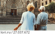Купить «Back view of mature man with woman pointing at something while sightseeing», видеоролик № 27037672, снято 11 сентября 2017 г. (c) Яков Филимонов / Фотобанк Лори