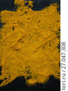 Купить «Turmeric powder on board», фото № 27047308, снято 5 июня 2017 г. (c) Wavebreak Media / Фотобанк Лори