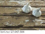 Купить «Two garlic bulbs on wooden table», фото № 27047584, снято 5 июня 2017 г. (c) Wavebreak Media / Фотобанк Лори