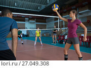 Players practicing volleyball. Стоковое фото, агентство Wavebreak Media / Фотобанк Лори