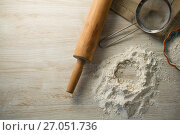 Купить «Directly above shot of flour in bowl by rolling pin and strainer», фото № 27051736, снято 5 мая 2017 г. (c) Wavebreak Media / Фотобанк Лори