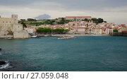 Купить «View of coastal village Collioure at south of France at spring day», видеоролик № 27059048, снято 15 мая 2017 г. (c) Яков Филимонов / Фотобанк Лори
