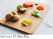 Купить «mashed fruits and vegetables with forks on board», фото № 27062456, снято 21 февраля 2017 г. (c) Syda Productions / Фотобанк Лори