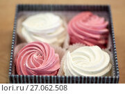 Купить «zephyr or marshmallow dessert in gift box», фото № 27062508, снято 8 мая 2017 г. (c) Syda Productions / Фотобанк Лори