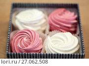Купить «zephyr or marshmallow dessert in gift box», фото № 27062508, снято 8 мая 2017 г. (c) Syda Productions / Фотобанк Лори