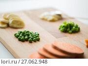 Купить «peas and other vegetables on wooden board», фото № 27062948, снято 21 февраля 2017 г. (c) Syda Productions / Фотобанк Лори