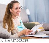 Купить «Woman studying productively», фото № 27063728, снято 21 марта 2017 г. (c) Яков Филимонов / Фотобанк Лори