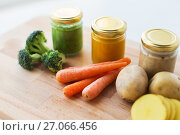 Купить «vegetable puree or baby food in glass jars», фото № 27066456, снято 21 февраля 2017 г. (c) Syda Productions / Фотобанк Лори